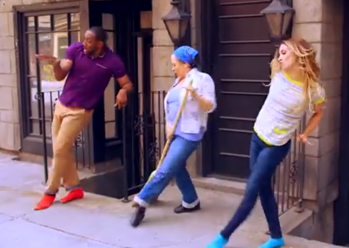 .@Allisonholker & @official_tWitch are adorable as per ushe in their new #GoldToeSocks promo: http://t.co/Opfl5PEErf http://t.co/cjwGkVHQ5O