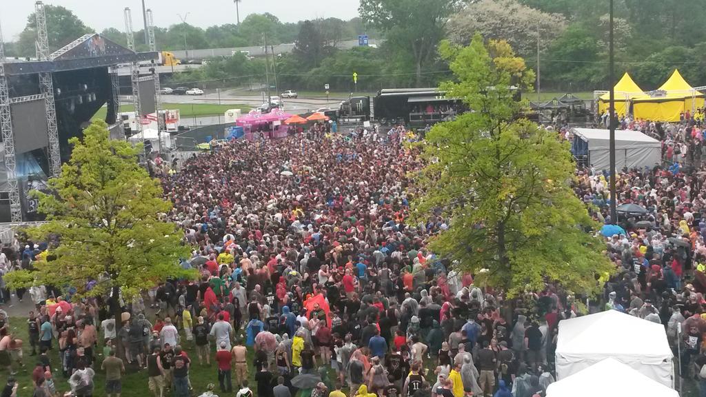 BABYMETAL、アメリカのフェスでメインステージの3倍の集客力