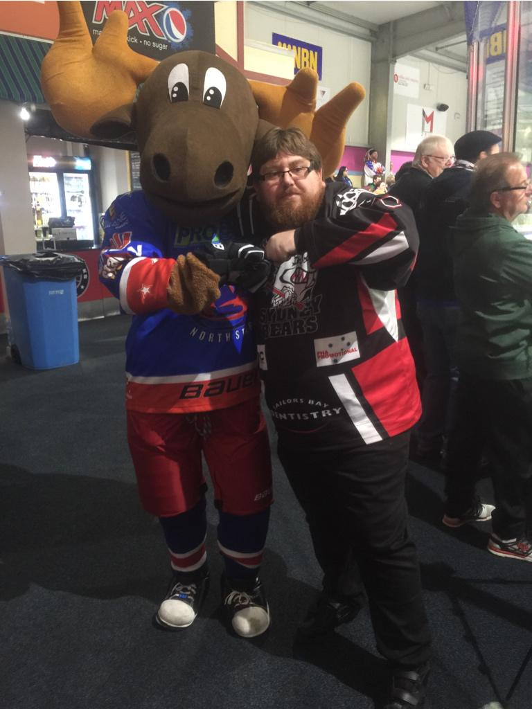 We meet again, Mr Moose! Good to see you again @MartyMoose00 #mooseisloose http://t.co/tsVcXhTc1Y