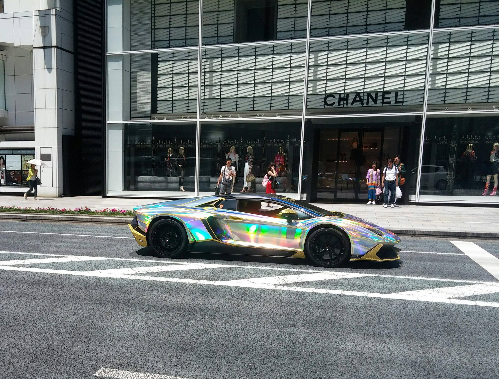 One of the coolest car spotted in Tokyo: http://t.co/vu0xFwDbmC