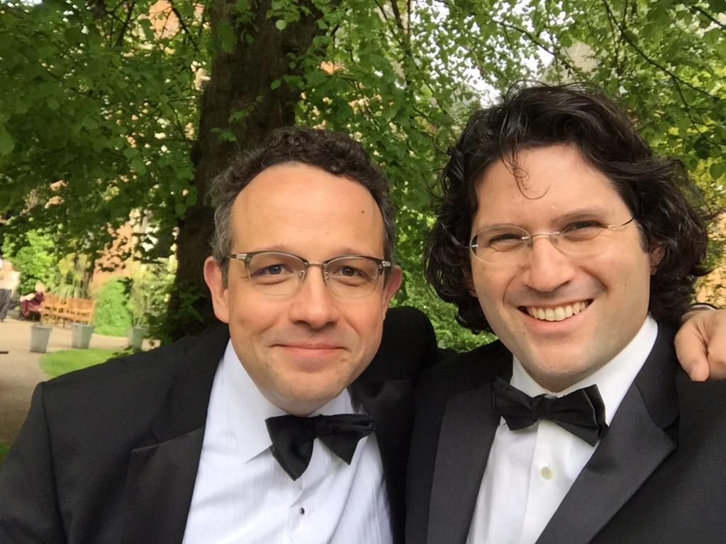 And the Ayes have it! #OxfordUnion #svco2015 with my man @plibin First Oxford Union debate decisively won. http://t.co/EjYt9yRWku