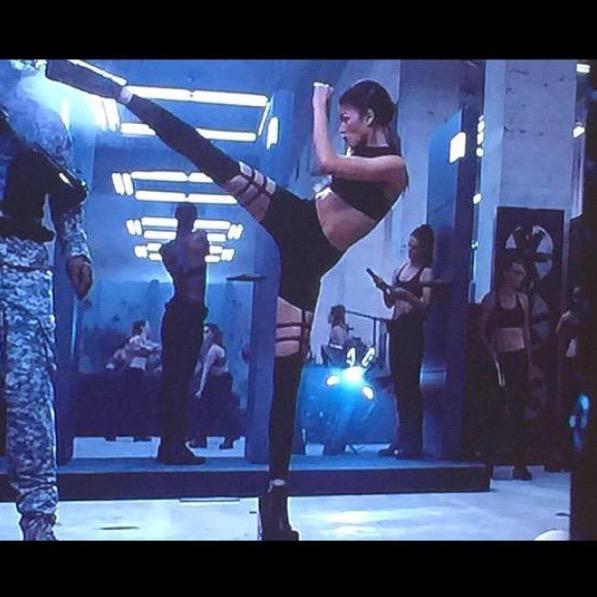 How to wear the #Chromat Double Stripe Running Pant: #Zendaya #TaylorSwift #BadBloodMusicVideo http://t.co/LBltbTZKRU http://t.co/vd67yF1lNs