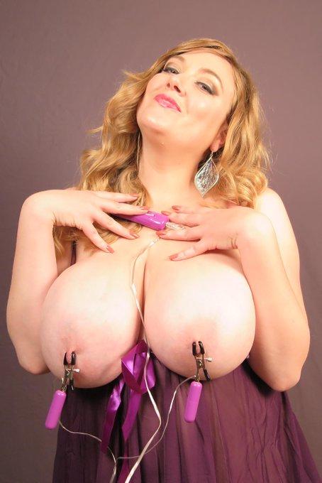 Who likes Vibrating #NippleClamps?   #ilovemyfans http://t.co/TQlVamnHOL
