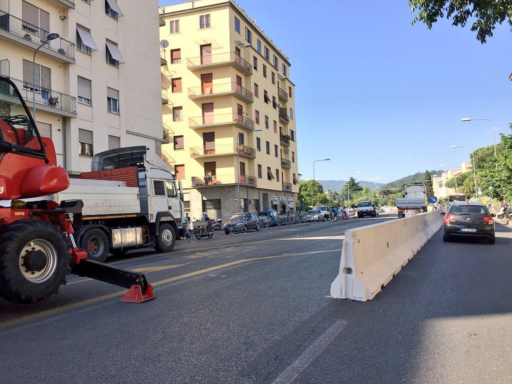 """RT @ferraro_filippo: #Tramvia #Linea3 Cantiere F3 Morgagni: allestimento in corso (traffico regolare); è un cantiere gigantesco! http://t.c…<a target=""""_blank"""" href=""""http://t.co/4XI7SfFzZC""""><br><b>Vai a Twitter<b></a>"""
