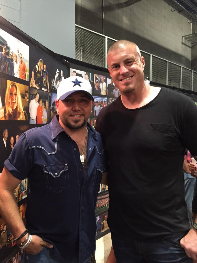 Huge fan of this guy @Jason_Aldean who crushed it Saturday night at AT&T Stadium!  @dallascowboys http://t.co/x5VgGrnUrH