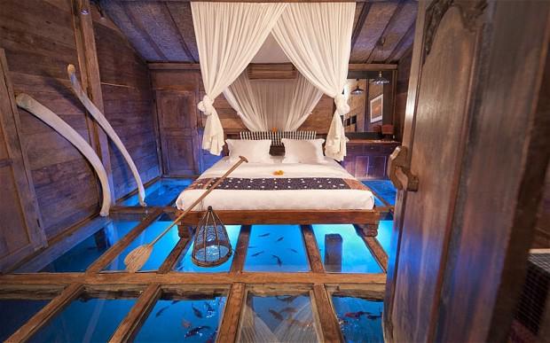 Glass bottomed bedroom, Bali: http://t.co/fi8LAQHpMt
