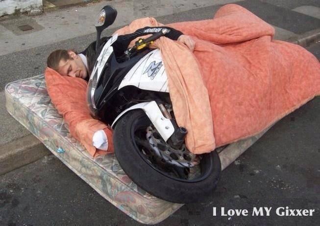 #画像1枚でバイクの楽しさ伝えろ http://t.co/P3pfAV10bP