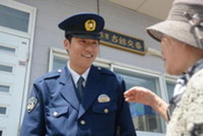 北海道警を辞め福島県警に採用された警察官がいる。郡山署地域課の坂本鏡仁巡査。道警から復興支援のため1年間福島に派遣され、被災者と触れ合う中で「ずっと支え続けたい」と決意した。道警時代の巡査部長から新任の巡査に階級が下がったが、凄いね。 http://t.co/qIHDOvNsNB