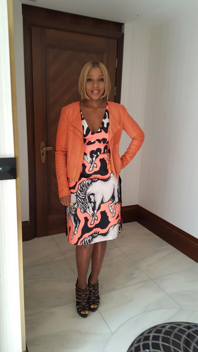 @maryjblige in @IssaLondon SS15. Featuring the season's key prints, the 'Lera' dress looks amazing on Mary! #LifeBall http://t.co/EhtmgwB7ld