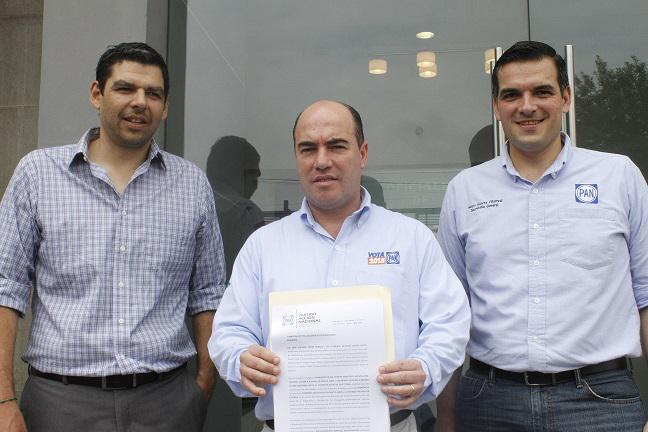 #Comunicado Denuncia PAN de Nuevo León a Gobernador Medina por violar veda electoral, http://t.co/8wnWoUvIVb http://t.co/YZzs4BBo0L