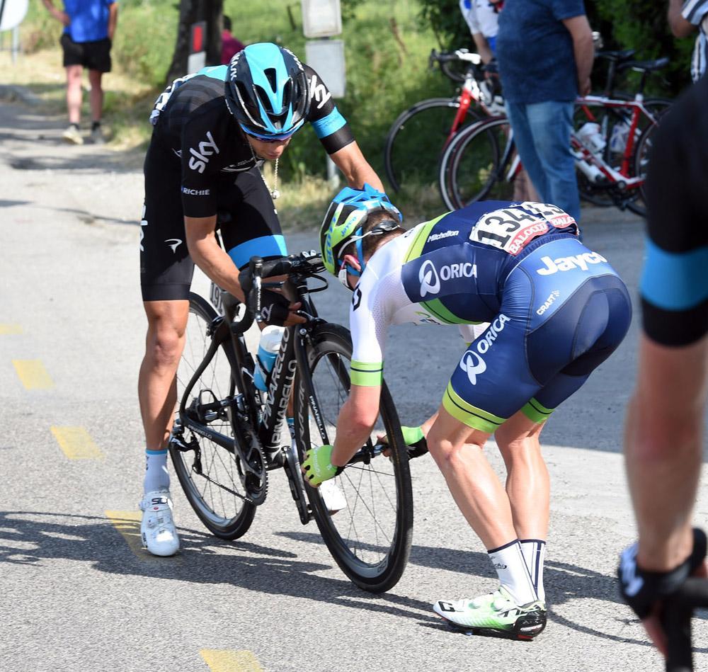 Rival Australian comes to Richie Porte's rescue in Giro d'Italia | http://t.co/7I6PUUNy5W http://t.co/BEjkFHqR69