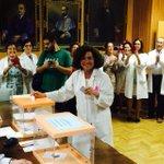En estos momentos @PilarArandaUGR ejerce su derecho al voto con gran ilusión http://t.co/53zzj2giR4