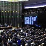 Câmara surpreende, rejeita financiamento empresarial de campanha e derrota Eduardo Cunha http://t.co/hheBaxMREC http://t.co/mdRzLZ43fG