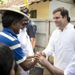 Congress Vice President Rahul Gandhi interaction with fishermen at Chavakkad, Thrissur, Kerala (2/4) http://t.co/vNTBIi6Fce