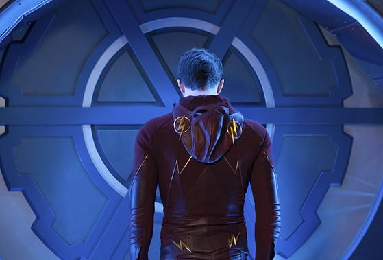 TheFlash season finale was full of heartbreak, death and a WHOLE lot of confusing science: