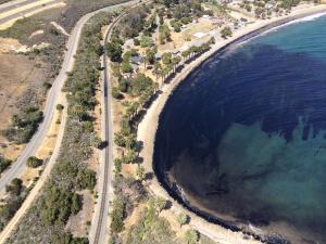 BREAKING via @KTLA: Oil spill off Refugio beach in Santa Barbara. http://t.co/8GXz34Dqor #oilspill http://t.co/uIhZE1xR7O