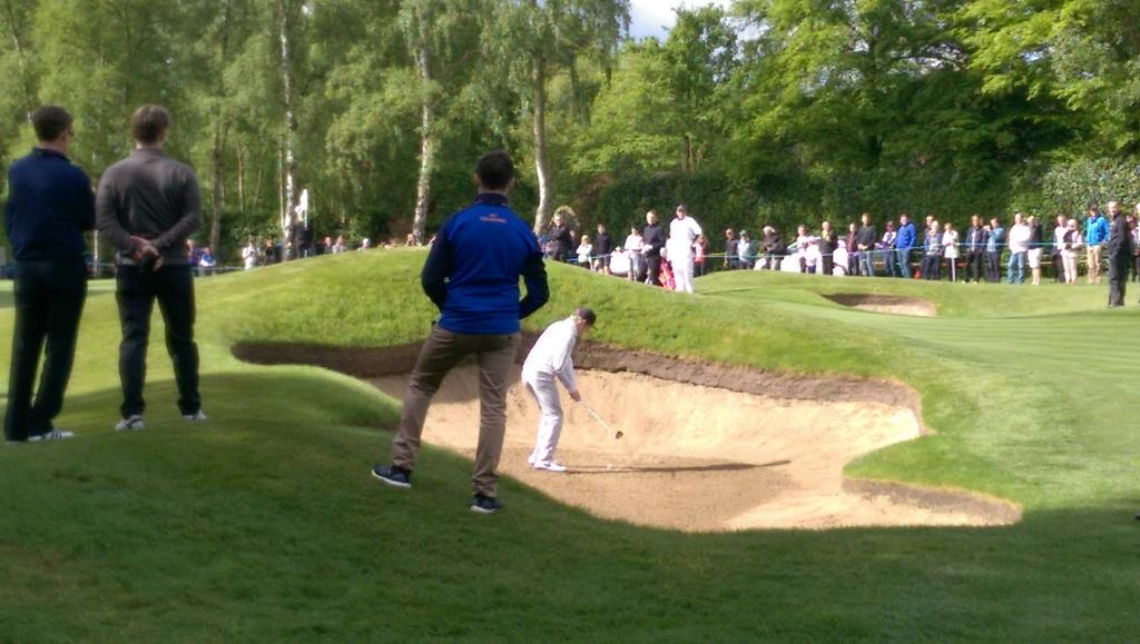 """""""This guy spends more time in the sand than David Hasselhoff."""" @NiallOfficial #Shooter #BMWPGA http://t.co/kcE4of1XYW"""