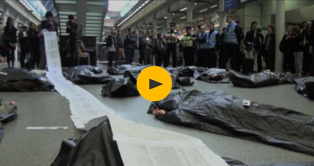 Bodybags at St Pancras station in protest at #refugees deaths at borders of #FortressEurope http://t.co/T9JD0iNuga http://t.co/cwwQBVfdng