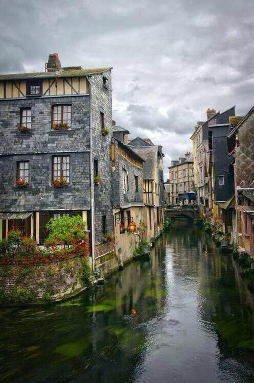 جمال وروعة قرية نورماندي ، فرنسا …  #غرد_بصورة  #أروع_الصور  - http://t.co/e8AVEmKA8V