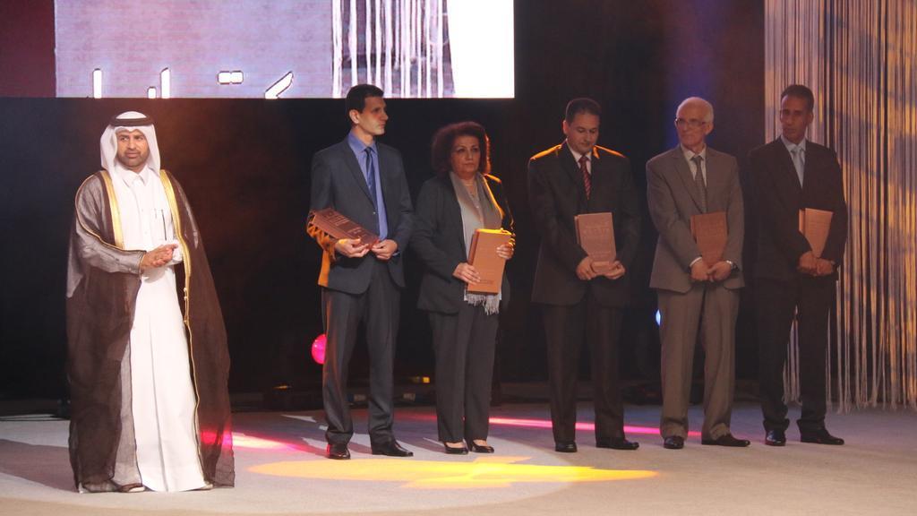 #الآن تتويج مغربي مميز في حفل #جائزة_كتارا_للرواية_العربية فوز ثلاث مغاربة من أصل خمسة في صنف الروايات غير المنشورة http://t.co/P8Uvj0V6zP