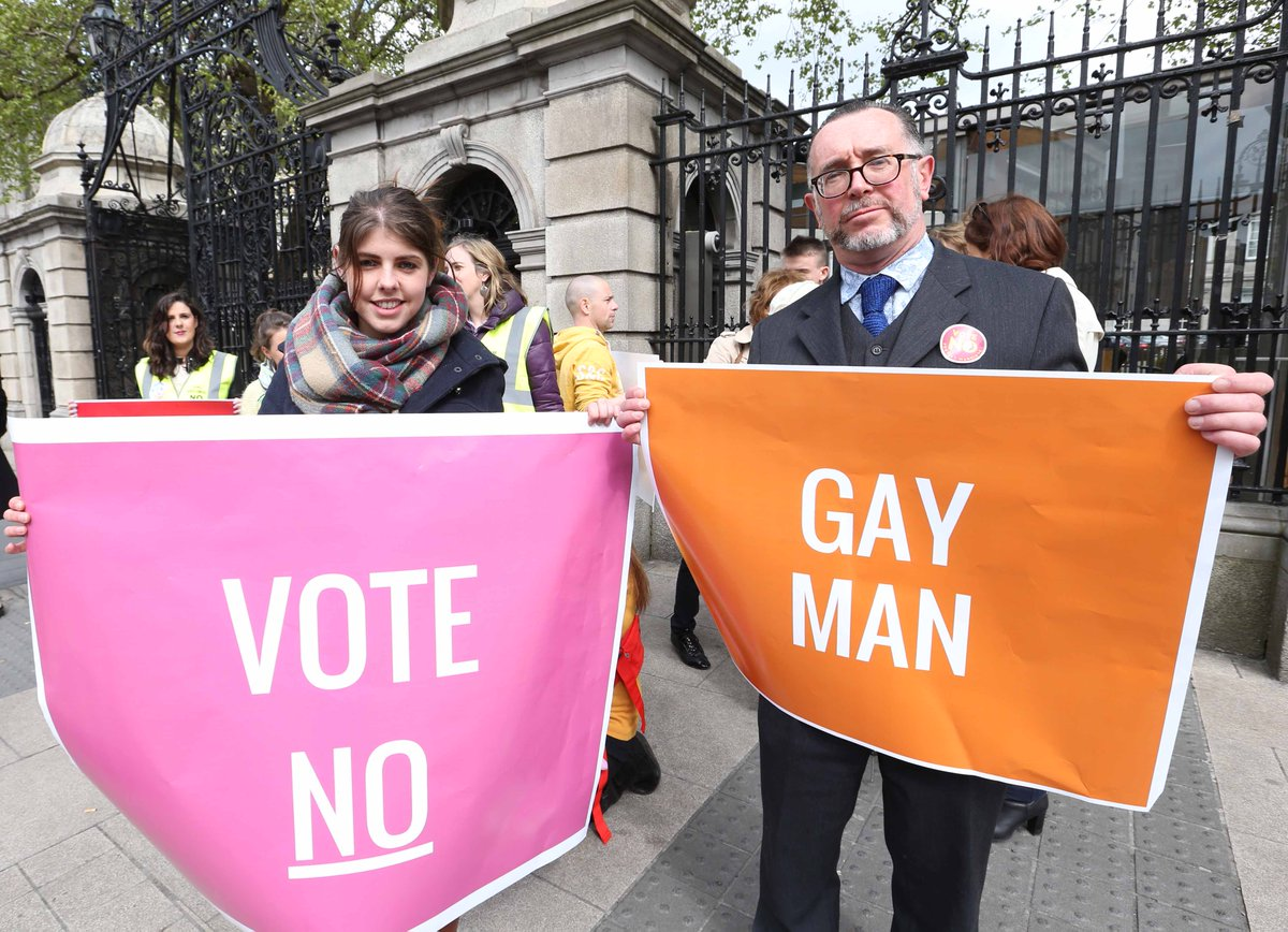Just in case you doubted his credentials, Paddy Manning now has a sign. #MarRef #morto http://t.co/wV1mI8wleU