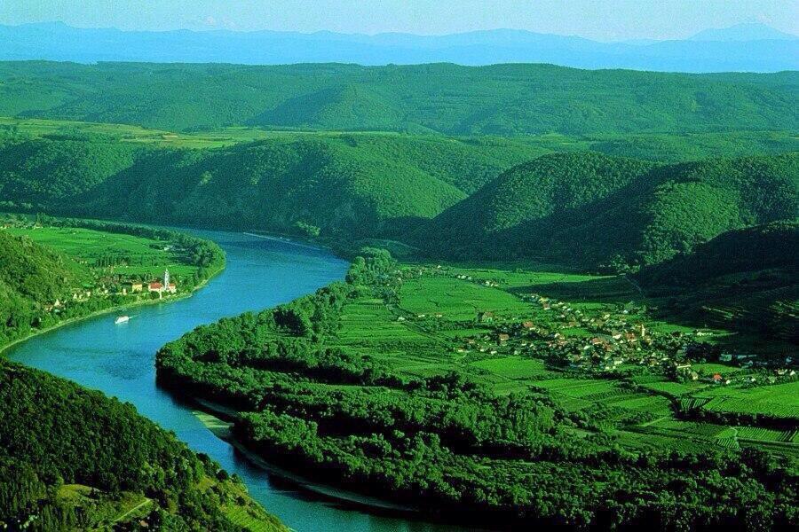 جمال نهر الدانوب يمر بين المانيا و النمسا .  #غرد_بصورة  #أروع_الصور  - http://t.co/otmaiLGepz