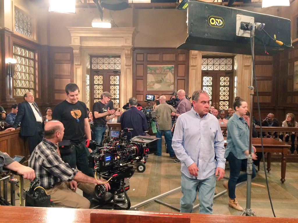 So much gonna happen in my courtroom tonight! Everybody READY?!! #SVU16FinaleDay #RedVerdict @SVUWritersRoom http://t.co/HnO5yvj3ct