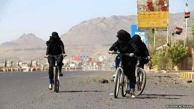 #women in #Yemen rode bikes as a solution to petrol shortages promting a cultural revolution (photos by @734555200) http://t.co/g8dYMIROUT