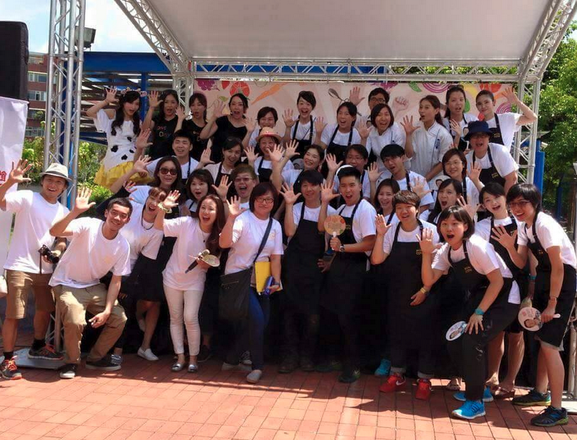 RT @FoodRev: #tbt to #FoodRevolutionDay in Taiwan - 100+ kids making @jamieoliver's squash it sandwich! http://t.co/ua3nQZGiuO http://t.co/…