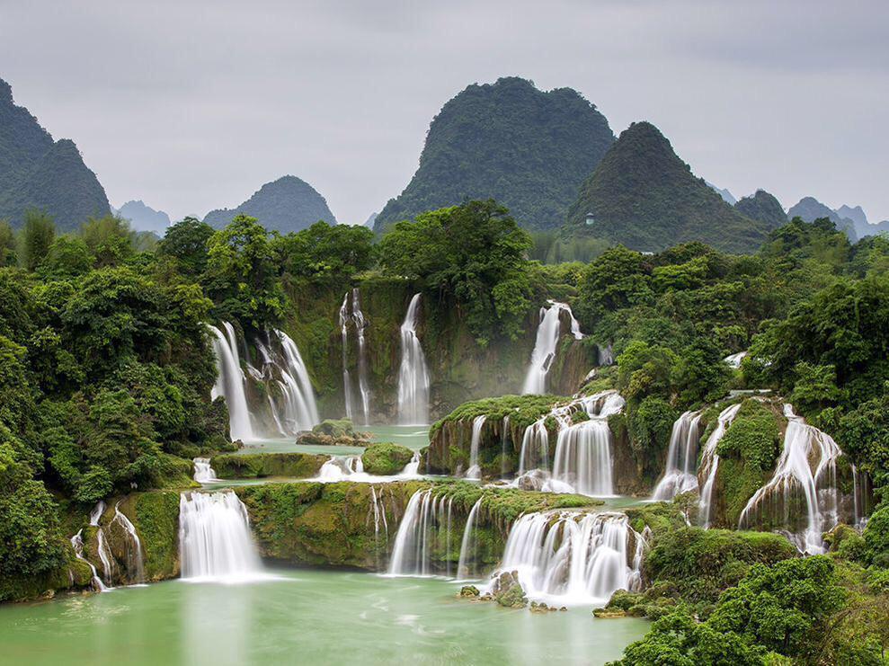 جمال وروعة شلالات بان جيوك - كاو بانج - فيتنام ..  #غرد_بصورة  #صورة  - http://t.co/PJlJWEPy8h