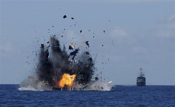 「弱腰」から「見せしめ」に…インドネシア、中国の不法漁船を爆破 -産経ニュース- http://t.co/bIYI06mhWl #news