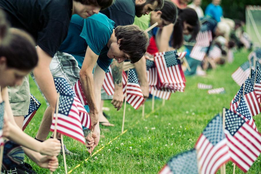 5/26 #Flagsin at Calverton National & Long Island Natl Cemeteries to #HonorThem #MemorialDay @hoffmanrich https://t.co/2pTfvTZPUi