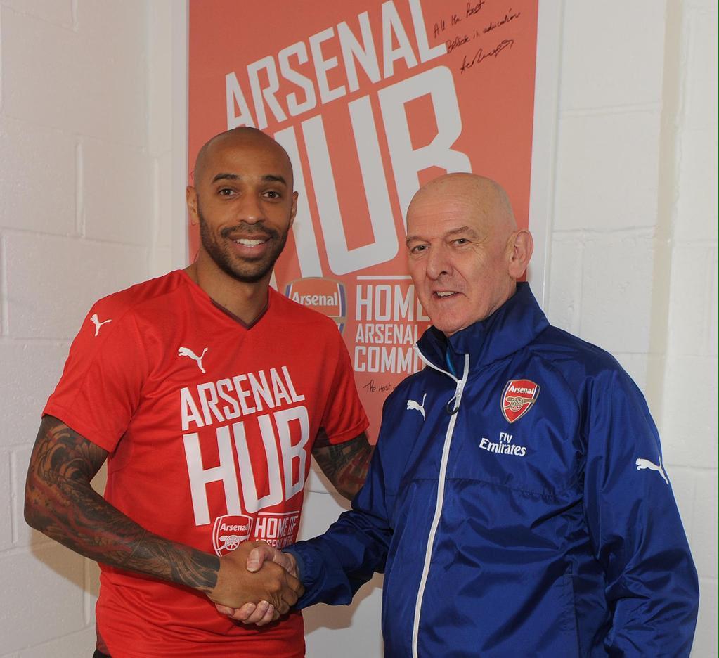 An Arsenal legend... and Thierry Henry. (Cc @AFCCommunity @epollak @benwinston) #onealansefton http://t.co/U8GvgVgJSO