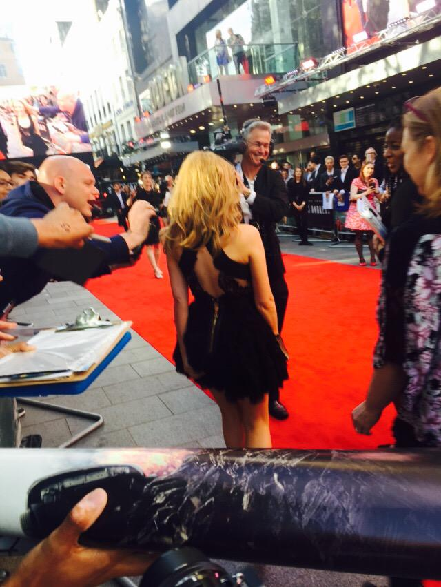 @kylieminogue she's so cute and tiny but #donttouchtheminogue http://t.co/BvZNn5PA3c
