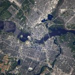 Пролетаем над столицей Канады. #Оттава с борта #МКС // #Ottawa - the capital of #Canada from the #ISS http://t.co/JryDhT99xw