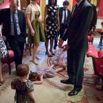 What it looks like when your toddler has a tantrum at Obamas feet http://t.co/q3XWYVxoBl http://t.co/fcjwRVL8ep @mboorstein