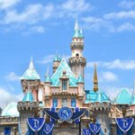 """@Disneyland: Sleeping Beauty Castle is officially ready to dazzle for #Disneyland60! http://t.co/2u9igarSXs""😭😭😭"