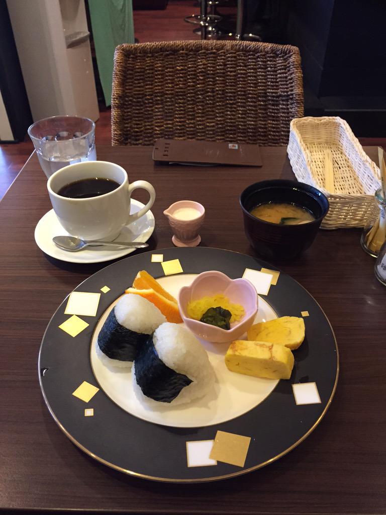 明日朝7時、ついに鳥取にスタバの1号店がOPENだそうな。負けるな『すなば』!こんな素敵なモーニング、スタバにはないぞ!w http://t.co/7WbaH0Xaib