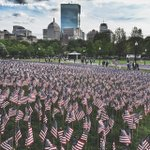 Volunteers placed 37,000 American flags to cover section of #Boston Common to honor the fallen for #MemorialDay http://t.co/hrGnPsjLsE