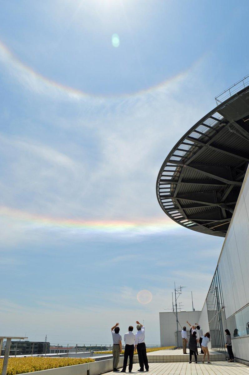 静岡市駿河区、上空に珍しい虹が!!! 水平環アークというのでしょうか、彩雲というのでしょうか。詳しくは後ほどということにして、まずは写真を2枚。(ま) #静岡新聞 5月22日午前10時すぎ撮影。 http://t.co/ikO6zXX8m1