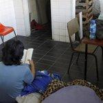 Educação em risco: alunos na UFRJ dormem em cozinha, laboratório e quartos superlotados. http://t.co/07T2EGyPgF http://t.co/n3YqbF1Sbb