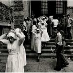 Monjas salen de la Catedral despues del funeral de Monseñor Romero - 1980 http://t.co/Tx6hv7jdPc