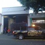 El operativo para espera de documentación electoral incluye cierres viales a una cuadra a la redonda @NTRGuadalajara http://t.co/BuJwbsR3VF
