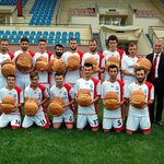 Trabzon 2. Amatör Lig şampiyonu Vakfıkebir Büyüklimansporda şampiyonluk primi olarak Vakfıkebir ekmeği verildi. http://t.co/H20aT3FMDu