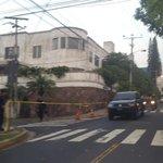 Cerrado el paso en las calles aledañas al Salvador del Mundo. http://t.co/9Q8MBrXiiO -  @ojoatento #traficoSV