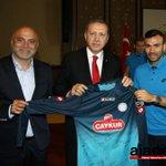 Teknik Direktör Hikmet Karaman ve Rizespor takımı, Cumhurbaşkanı R.T.Erdoğanı makamında ziyaret etti. http://t.co/oWxwZ106Ki