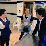 .@GabrielCruzSt con los vecinos de La Orden. Huele a cambio en Huelva #YoConGabi http://t.co/D8BxpG1ZjO