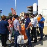 #MareaNaranja en el mercadillo. Nos encanta conoceros! @RupeGallardo http://t.co/tG2HcvuYrT
