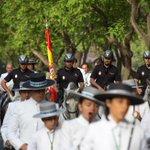 La @policia siempre al pie del cañón, en este caso con las Hermandades que van al Rocío. #Huelva #Rocio2015 #Romeria http://t.co/lwNvdi0c8b