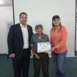 Entrega de certificados a los constructores y albañiiles de #Maracaibo por parte del @CIDEZ y @ivima_mcbo http://t.co/GgMV1XMfWU